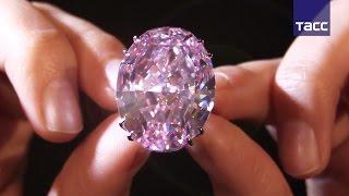 "Бриллиант ""Розовая звезда"" за $60 млн выставили на аукцион в Гонконге"