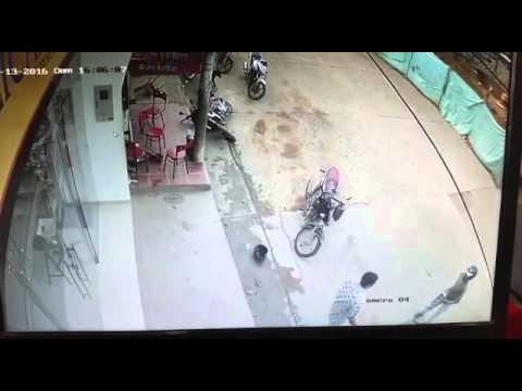 Hombre quedó grabado disparándole a dos personas en el municipio de Chaparral