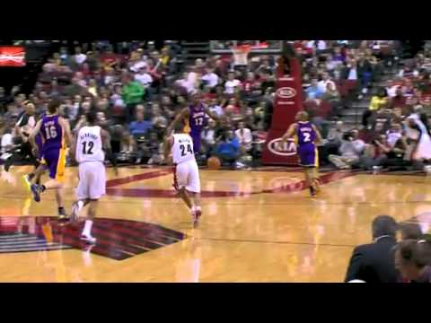 Andre Miller's beautiful pass to Gerald Wallace