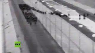 Momento exacto: grupo masivo de migrantes cruza la frontera de México con Estados Unidos