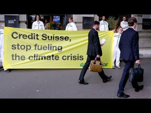 Greenpeace blockiert Schweizer Großbanken wegen Investitionen in klimaschädliche Industrien