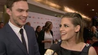 Nonton Kristen Stewart & Nicolas Hoult Interview - Equals Film Subtitle Indonesia Streaming Movie Download