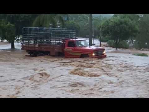 Araputanga - Enchente   Av  23 de Maio   17 12 13