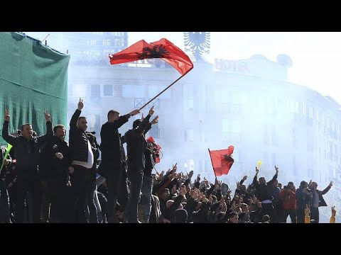 Albanien: Krawalle vor dem Parlament in Tirana - mind ...