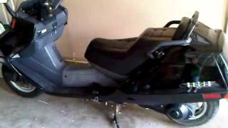 8. 2001 Honda Helix scooter Review ( video take from my Blackberry 9700 )