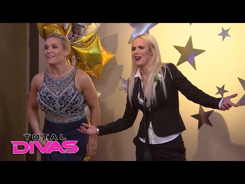 Lana and Naomi have a dance-off: Total Divas, May 10, 2017