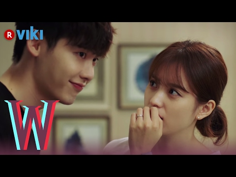 W - EP 8 | Lee Jong Suk Helps Han Hyo Joo Pick a Dress