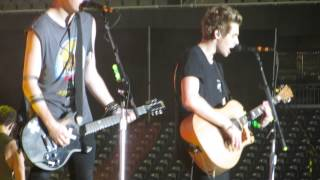 5 Seconds Of Summer - WWA tour Detroit - Beside You 08/17/14