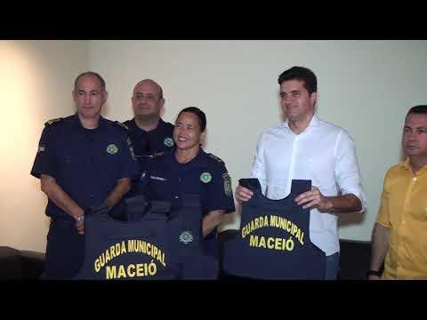 Rui Palmeira entrega novos equipamentos para Guarda Municipal