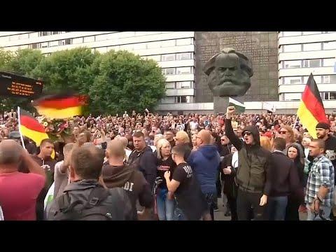 Κέμνιτς: «Φύγε Μέρκελ, η χώρα μας ανήκει» φωνάζουν διαδηλωτές  …