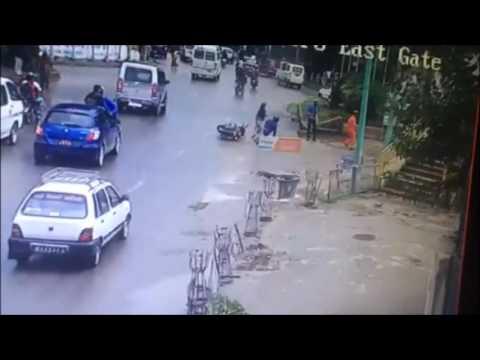घण्टाघरमा भएको मोटरसाइकल दुर्घटना