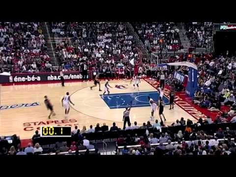 Brandon Roy beats the buzzer against the Clippers