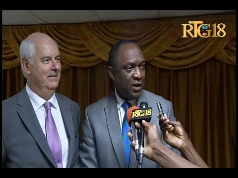 Le Président du centre parlementaire canadien, Jean-Paul RUSZKOWSKI visite le Sénat haïtien.