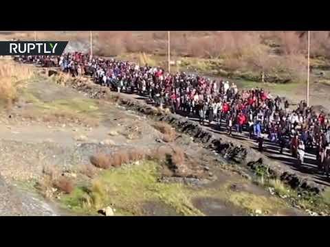 العرب اليوم - شاهد: اشتباكات بين الأمن والمتظاهرين في جرادة المغربية