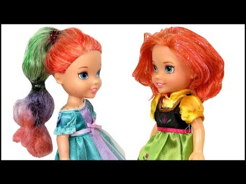HAIRCUT ! Elsa and Anna toddlers DYE their hair at Salon - Barbie is the hairstylist