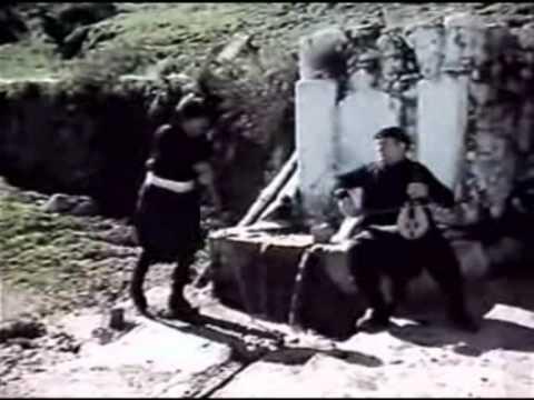 τσοντα - Από την ταινία 'Μανωλιός ο Μπήχτης'. Ο Κώστας Σαμαράς και ο Παύλος Καρανικόλας με μπότες, βράκες και μαντίλα ξεδιπλώνουν το ταλέντο τους...