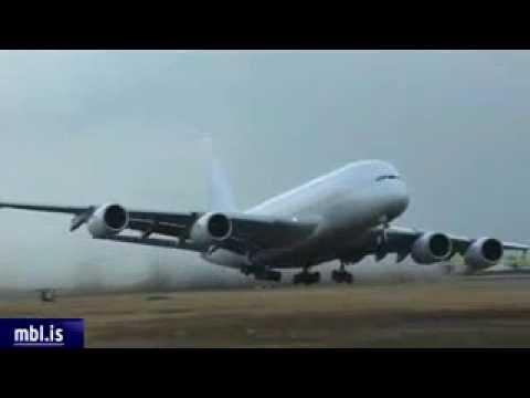 Airbus A380 Extreme Crosswind Landing