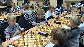 Началось первенство Новгородской области по шахматам среди юношей и девушек