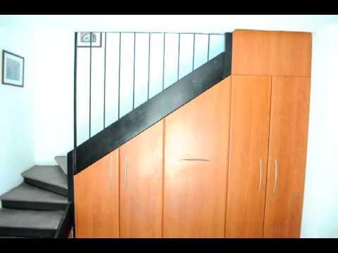 Armarios medida bajo escalera videos videos for Puertas debajo escalera