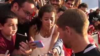 Hysterischer Fan trifft Steven Gerrard