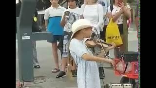 Video Violin girl/street performer in Santa Monica MP3, 3GP, MP4, WEBM, AVI, FLV Februari 2019