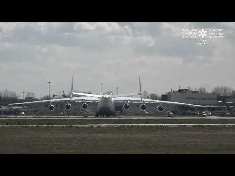 Гружённая Мрия Ан-225 машет крыльями по прибытию в Варшаву