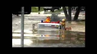 Hasičské auto pod vodou