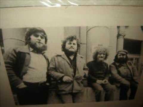 Tekst piosenki The Dubliners - Peat Bog Soldiers po polsku