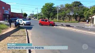 Motorista perde controle do carro e derruba poste em Bauru