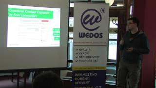 Foto z akcie WordPress konference prednáša Zdeněk Dvořák.