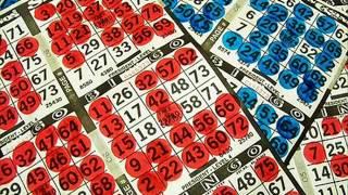 Sí lo que te gustan son los juegos de azar te recomiendo que juegues al bingo a través de Internet. Todo el mundo se lo pasa genial en estas salas en línea.