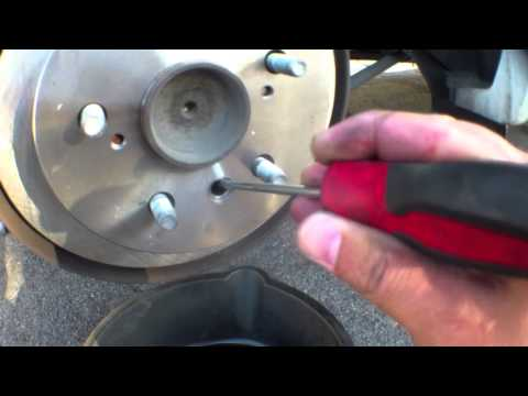 diy how to install replace rear brake pads rotors 2007 toyota camry car fix diy videos. Black Bedroom Furniture Sets. Home Design Ideas
