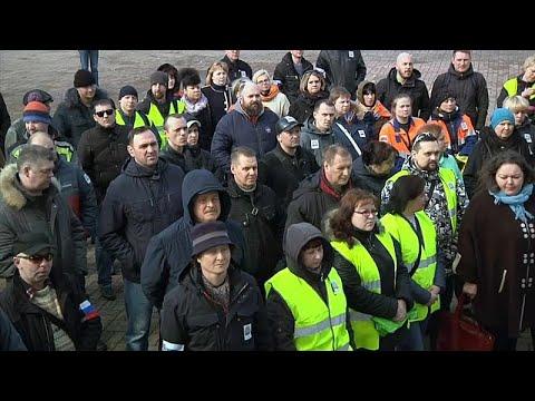 Russland: Ford-Arbeiter protestieren gegen »faschistische ...