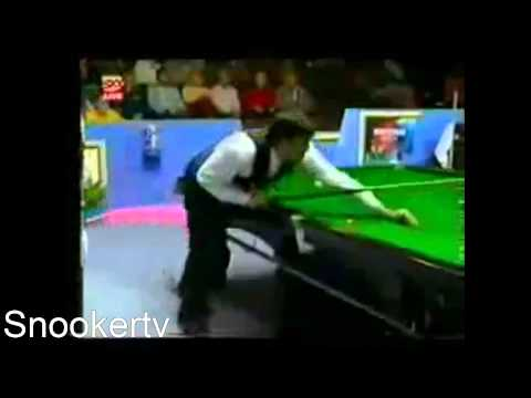 Ronnie O'sullivan trick shot, one handed!