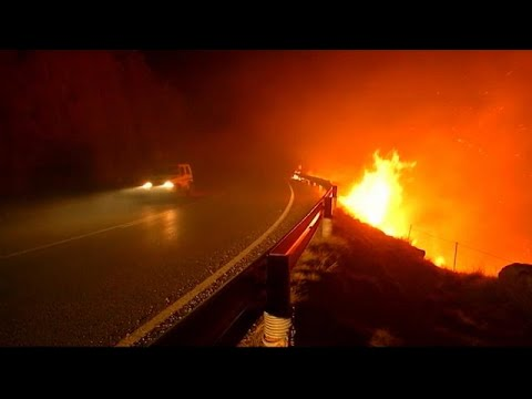 Συνεχίζεται η μάχη με τις φλόγες – Μειώνεται ο αριθμός των εστιών…