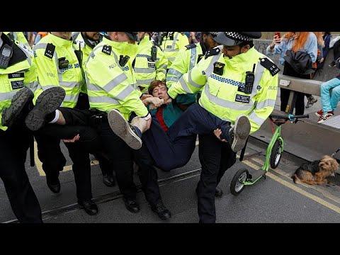 Λονδίνο: Συλλήψεις ακτιβιστών κατά της κλιματικής αλλαγής…