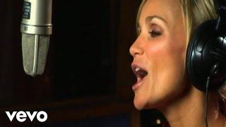 Music video by Kristin Chenoweth performing Christmas Island. (C) 2008 SONY BMG MUSIC ENTERTAINMENT.
