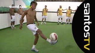 Na partida entre Santos X Corinthians no vestiário, mais um freestyle de Ganso e Neymar. Confira também o Freestyle do...