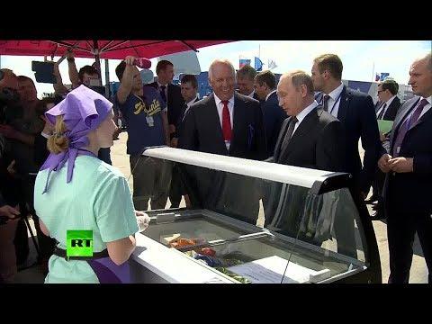 Путин угостил делегацию правительства мороженым на авиасалоне МАКС-2017 (видео)