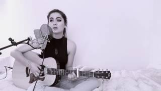 Jasmine Thompson plays