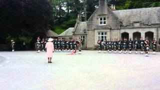 Video Her Majesty´s the Queen Elizabeth II. holiday ceremony at Balmoral Castle 10/08/2015 MP3, 3GP, MP4, WEBM, AVI, FLV Januari 2018