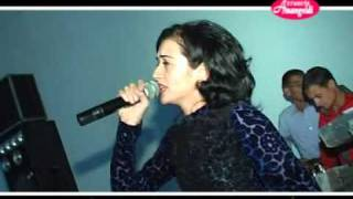 A classic song from unknow turkmen poet about propaply his own experince with love.