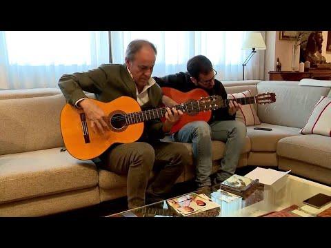 العرب اليوم - شاهد: هذا الشخص وأبنائه يكشفون أسرار صناعة الغيتار الإسباني