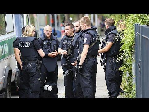 Γερμανία: Σύλληψη τριών Σύρων προσφύγων, υπόπτων για συνεργασία με το ΙΚΙΛ