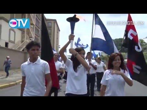 Juventud capitalina recorre la capital en celebración al día de la Dignidad Nacional