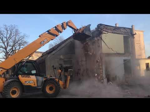 Wideo1: Rozbiórka budynków dawnej szkoły przy Al. Jana Pawła II w Lesznie