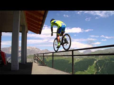 Melkoista off roadia maantiepyörällä – Vittorio Brumotti goes crazy in Livigno