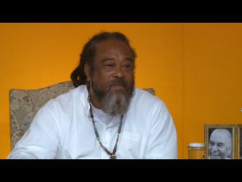 Mooji Video: Becoming Comfortable With Watching Consciousness at Play
