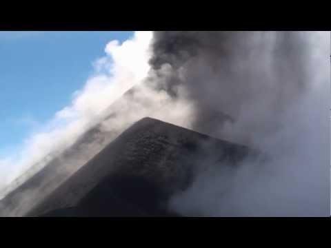 Vulkanutbrott fångat på film