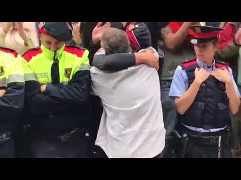 Catalan Police Protecting Voters